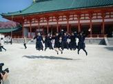 平安神宮にてジャンプ一番