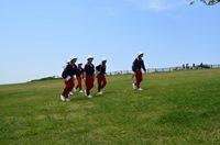草原を駆ける生徒たち.jpg