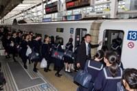 新幹線へ乗り込み.jpg