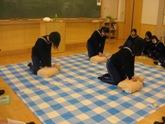 心臓マッサージの練習