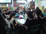 Juniorの生徒と折り紙