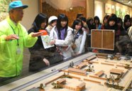 長屋王邸の復元模型を見学